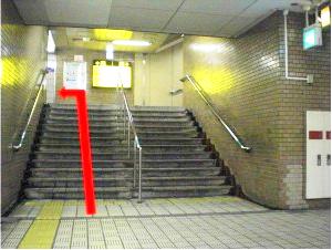 階段を上り12番出口へ進みます