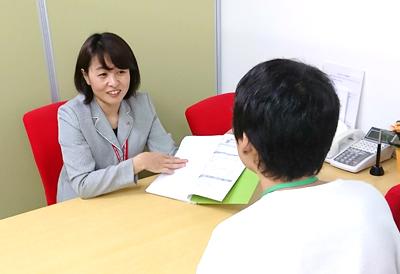 訓練生とじっくり話し合う下田