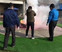 消火訓練をする訓練生